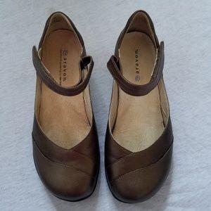 Aravon Shoes - Nwot Aravon by new balance Maya May Jane shoes 7D